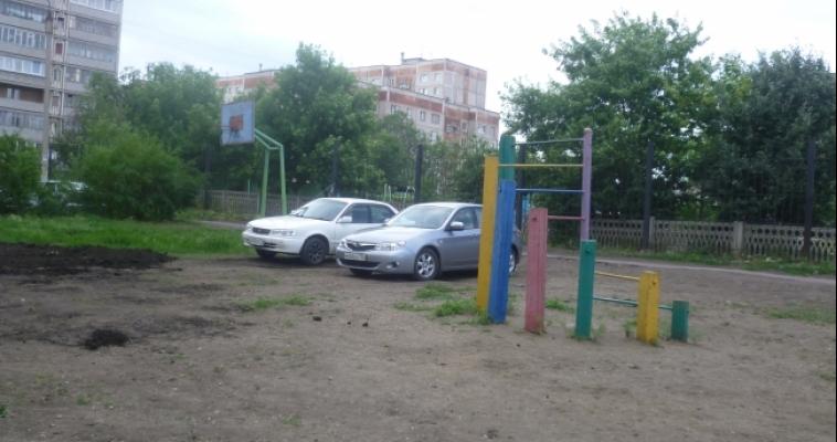 Детская площадка своими руками из подручных средств: пошаговая ... | 400x758